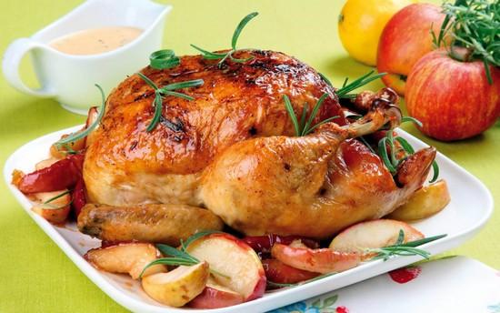 Жареная курица в фольге в духовке