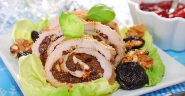 Мясной рулет с черносливом, запеченный в духовке (из свинины, говядины)