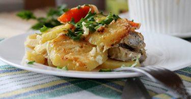 Судак с картошкой, запеченный в духовке (в горшочках, сметане)