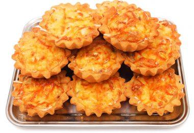 Тарталетки с ветчиной и сыром в духовке (с грибами, корейской морковью)