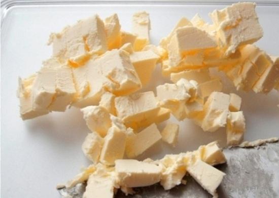 Масло нарежем кубиками