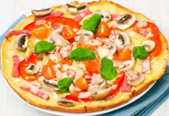 Домашнюю пиццу на готовой основе можно сделать