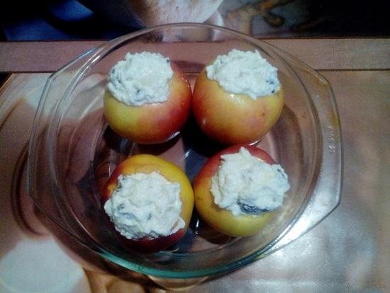 Начиняем яблоки творогом с сухофруктами