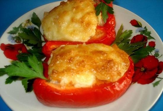 половинки перца в духовке с сыром