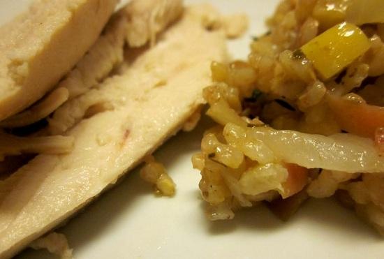 Курица с рисом и яблоками в духовке
