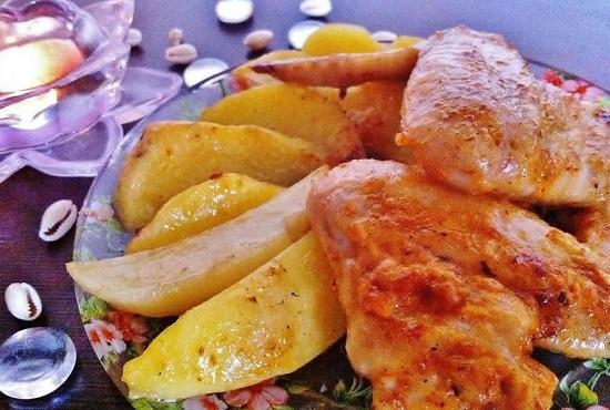 Крылышки с картофелем в майонезном соусе
