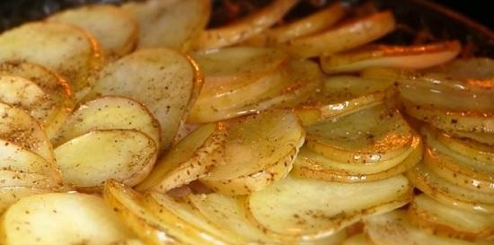Запекаем картошечку двадцать минут