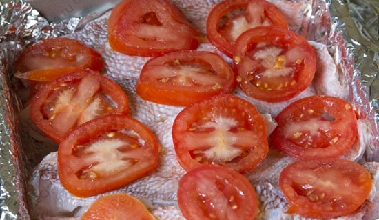 Дальше сделайте слой помидоров