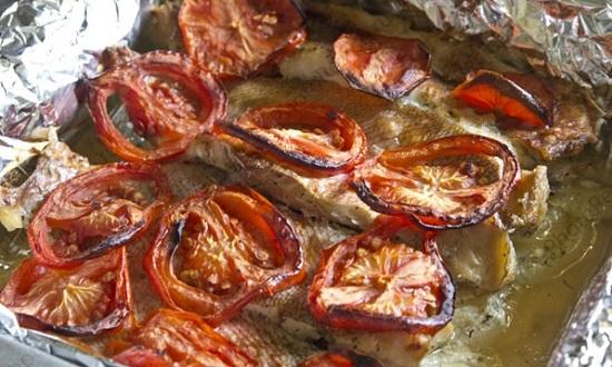 Морской деликатес в фольге с овощами