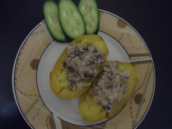Картофель, печенный в духовке дольками
