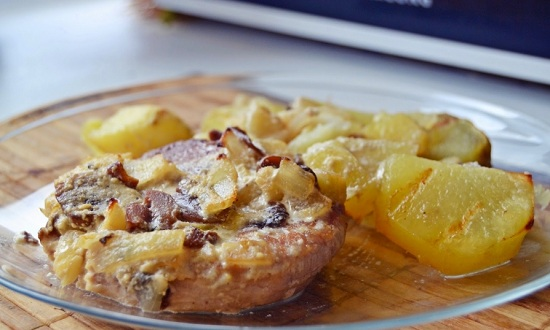 Как приготовить картошку со свининой в духовке,