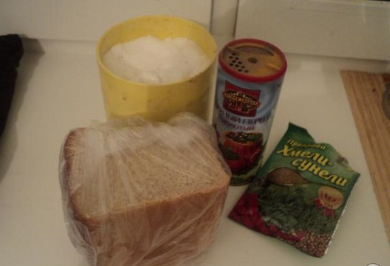 как можно сделать соленые сухарики в духовке