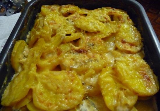 картофель со сливками и сыром в духовке
