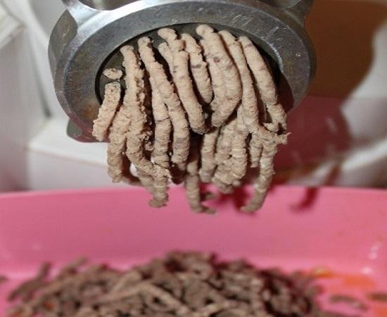 отварное мясо разделываем руками