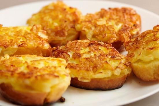 Итальянские бутерброды с ананасом, ветчиной и сыром