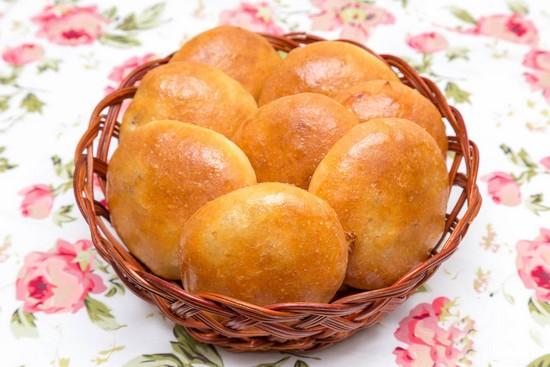 Дрожжевые пирожки с мясом и картошкой