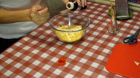 добавляем 1 столовую ложку соуса Унаги