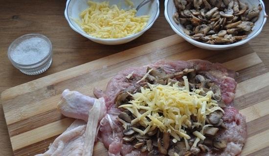 Сыр натрем и посыплем полученной стружкой