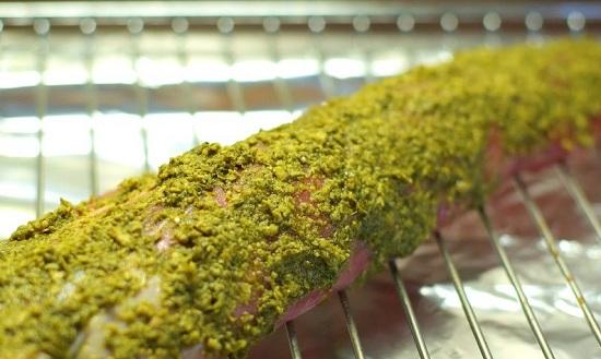 выложим мясо на решетку