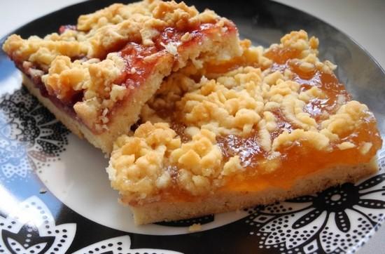Тертый пирог с вареньем в духовке на скорую руку