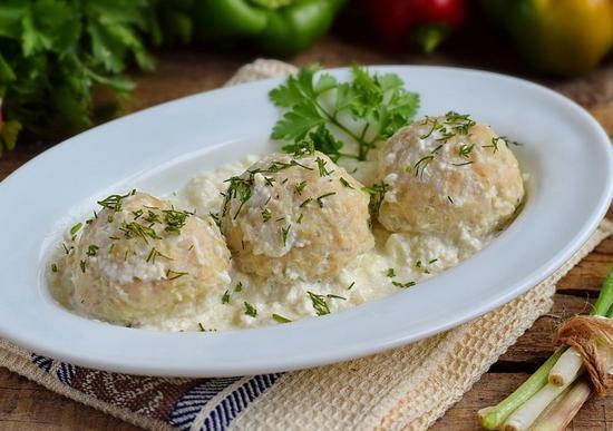 Рыбные фрикадельки с картошкой в сливках