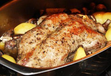 Как приготовить фаршированного гуся в духовке?