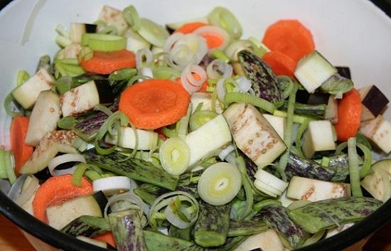 овощи нарежьте кружочками или кубиками