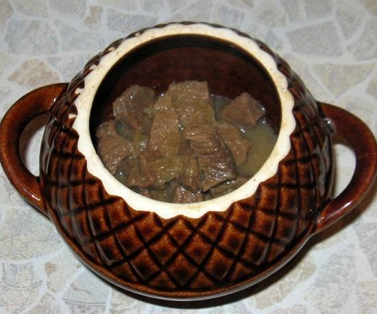 мясо с бульоном и лучком