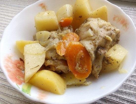 Бедра, запеченные с картофелем