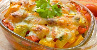 Блюда в стеклянной посуде в духовке