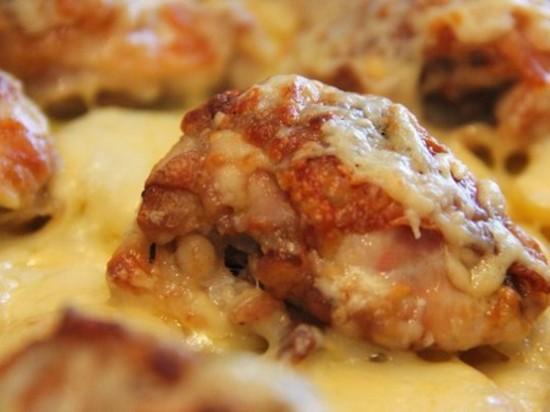 куриные бедра с рисом в духовке под нежной сырной корочкой