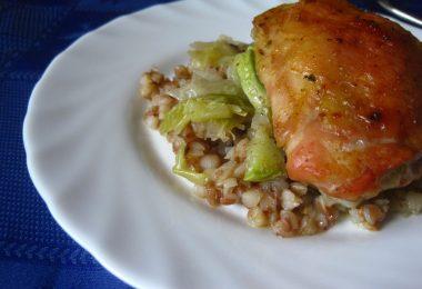 Куриные бедра в духовке с гречкой: рецепты сытных и вкусных блюд