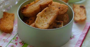 Рецепты гренок в духовке – с яйцом, чесноком: выбирайте на свой вкус!
