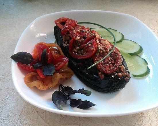 Фаршированный баклажан в духовке: рецепт