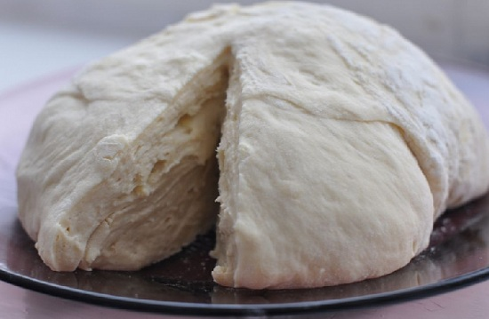 испечь булочки из теста