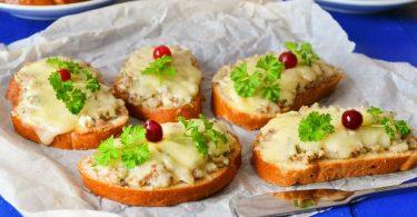 Бутерброды с сайрой в духовке: рецепт
