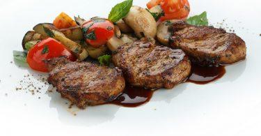 Медальоны из свиной вырезки: рецепт в духовке