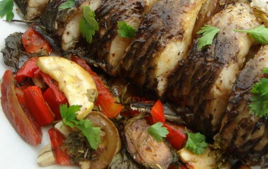 Запеченный карп в фольге в духовке: рецепт с овощами