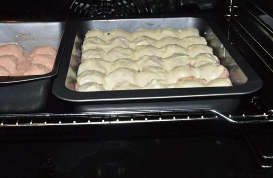 Запеченные тефтели в духовке с сыром
