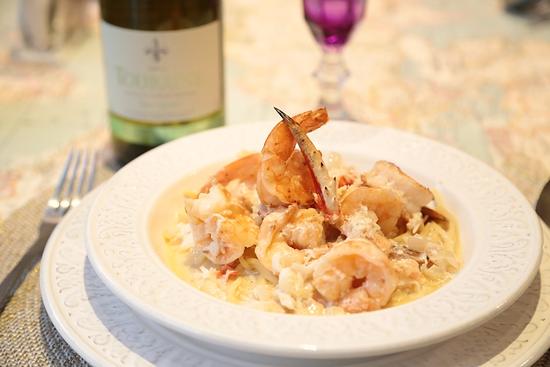 Креветки в чесночном соусе с белым вином в духовке