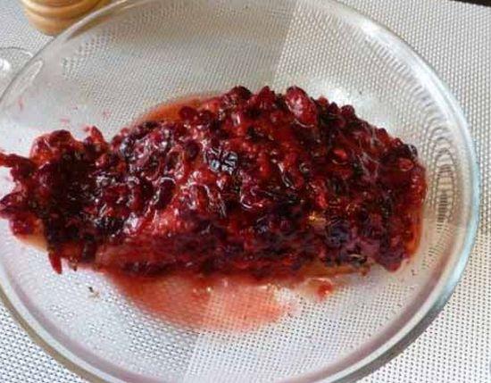горбуша в фольге в духовке: рецепт с лимоном и брусникой