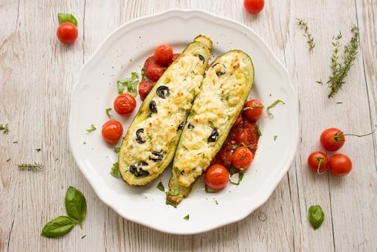Лодочки из цукини в духовке с сыром и оливками