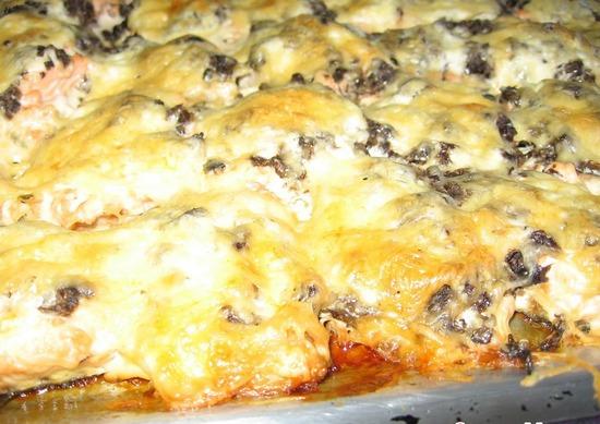 Горбуша под шубой в духовке: рецепт с грибами