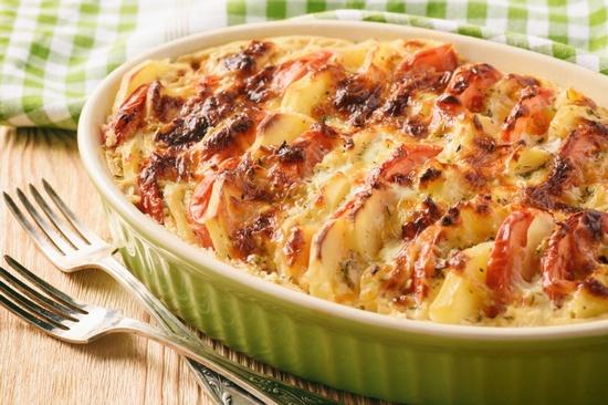 Классическая запеканка из картофеля с фаршем и помидорами в духовке