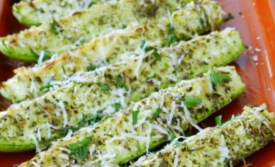 Цукини в духовке под травами и оливковым маслом